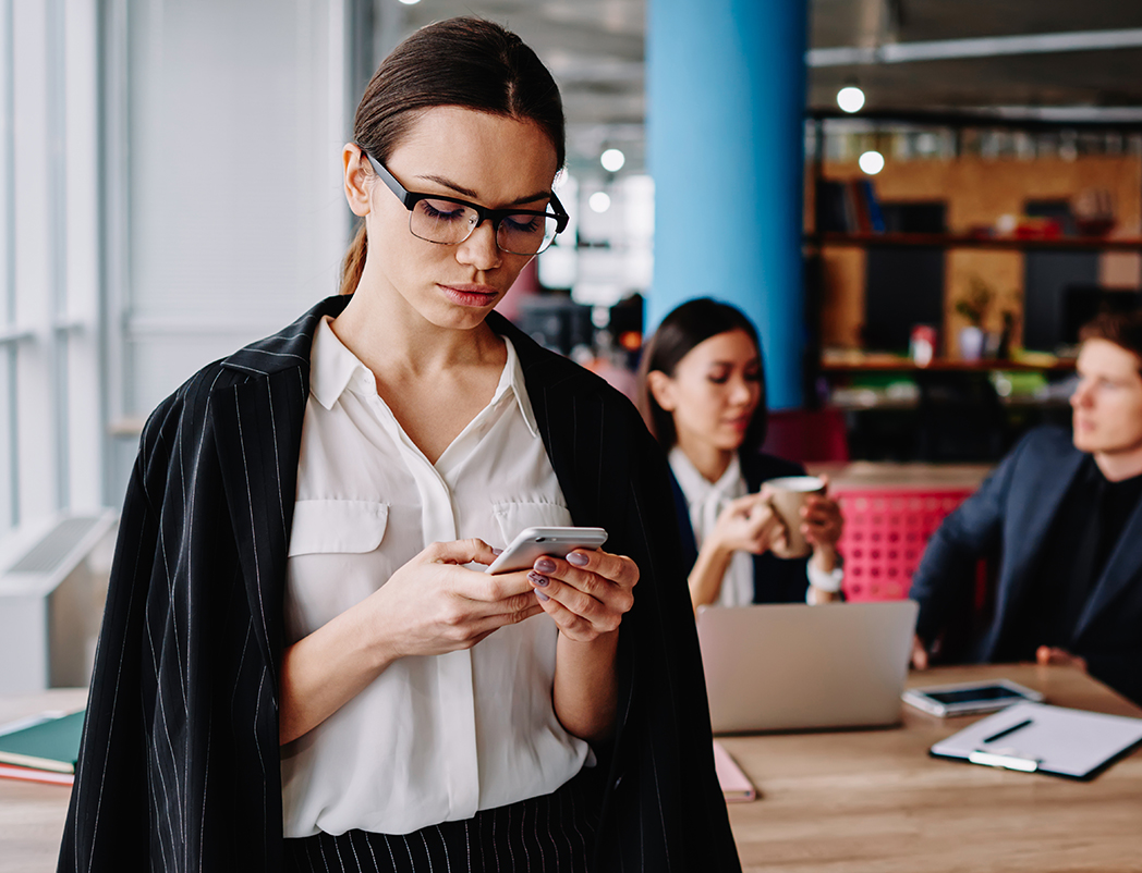 Serious,Caucasian,Businesswoman,In,Formal,Wear,Checking,Notification,On,Mobile